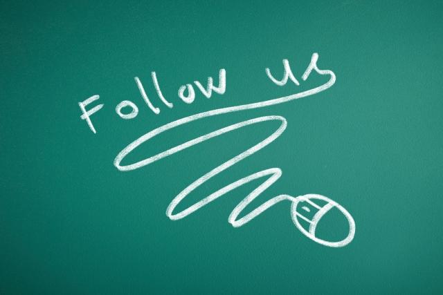Follow us 黒板 チョーク